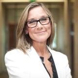 Apple neemt Burberry CEO Angela Ahrendts aan