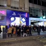 Achterlijke drukte en boothbabes bij Vita launch bij de GAME in Engeland ps vita nieuws