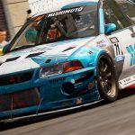 GRID gameplay toont een race door de straten van Havana