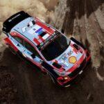 Scheur door de bochten tijdens de Akropolis Rally in WRC 10